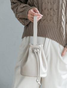 フェイクレザー巾着ハンドバッグ