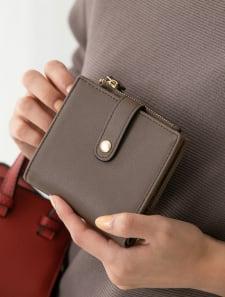 薄型フラップ二つ折り財布