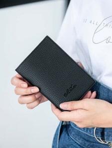 Edit Sheenエンボスロゴシリーズ パスポートケース