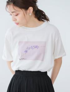 フラワーグラフィックTシャツ