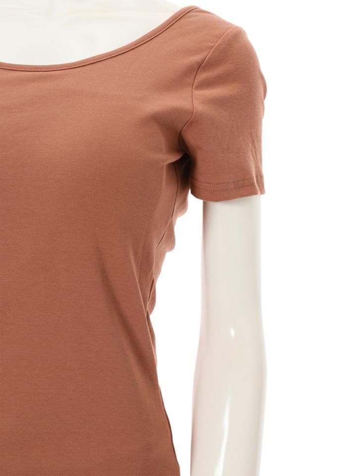 インナーレスバックオープンTシャツ